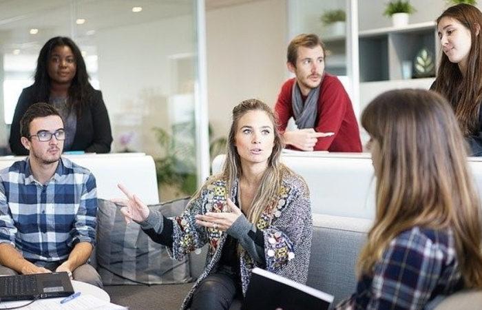 Se former au digital : immersion en entreprise ou formation en ligne ?