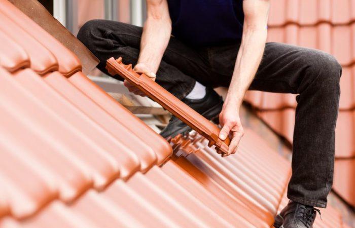 Quelle est l'importance de la formation et des équipements dans la prévention des risques pour le travailleur isolé ?